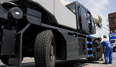 25トン大型クレーン車点検整備