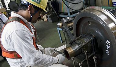 新幹線保守用車の車輪の点検・整備