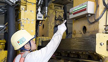 新幹線保守用車の電気装置作動点検